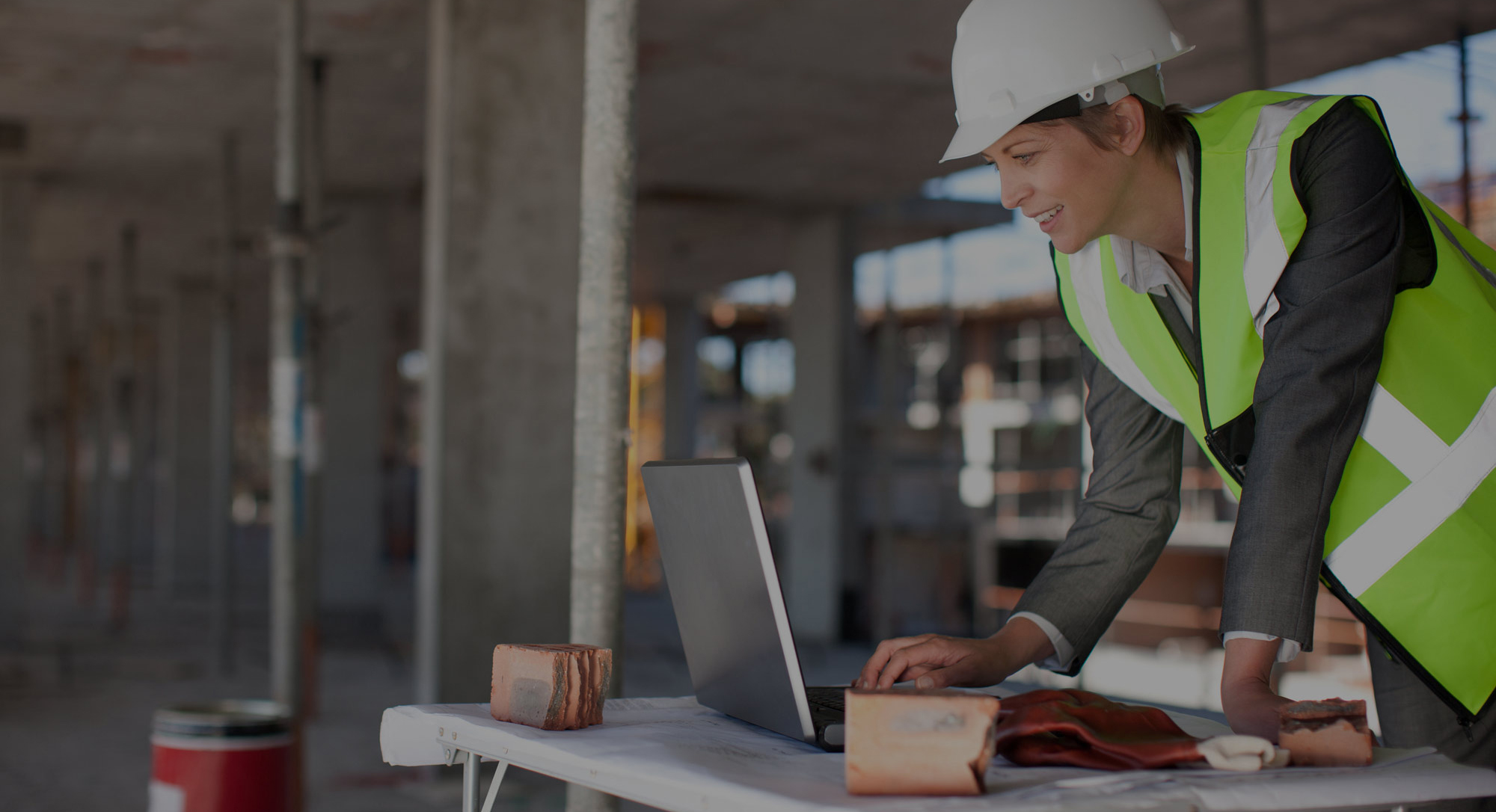 woman-construction-worker-with-computer